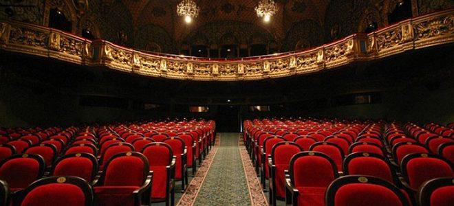 Le théâtre Estonia dans le Papillon d'Andrus Kivirähk